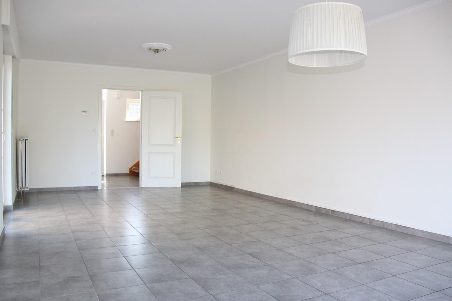 A997W5202103121203/a183107399934bb6add4a6c19e6b0763/livingroom.jpg