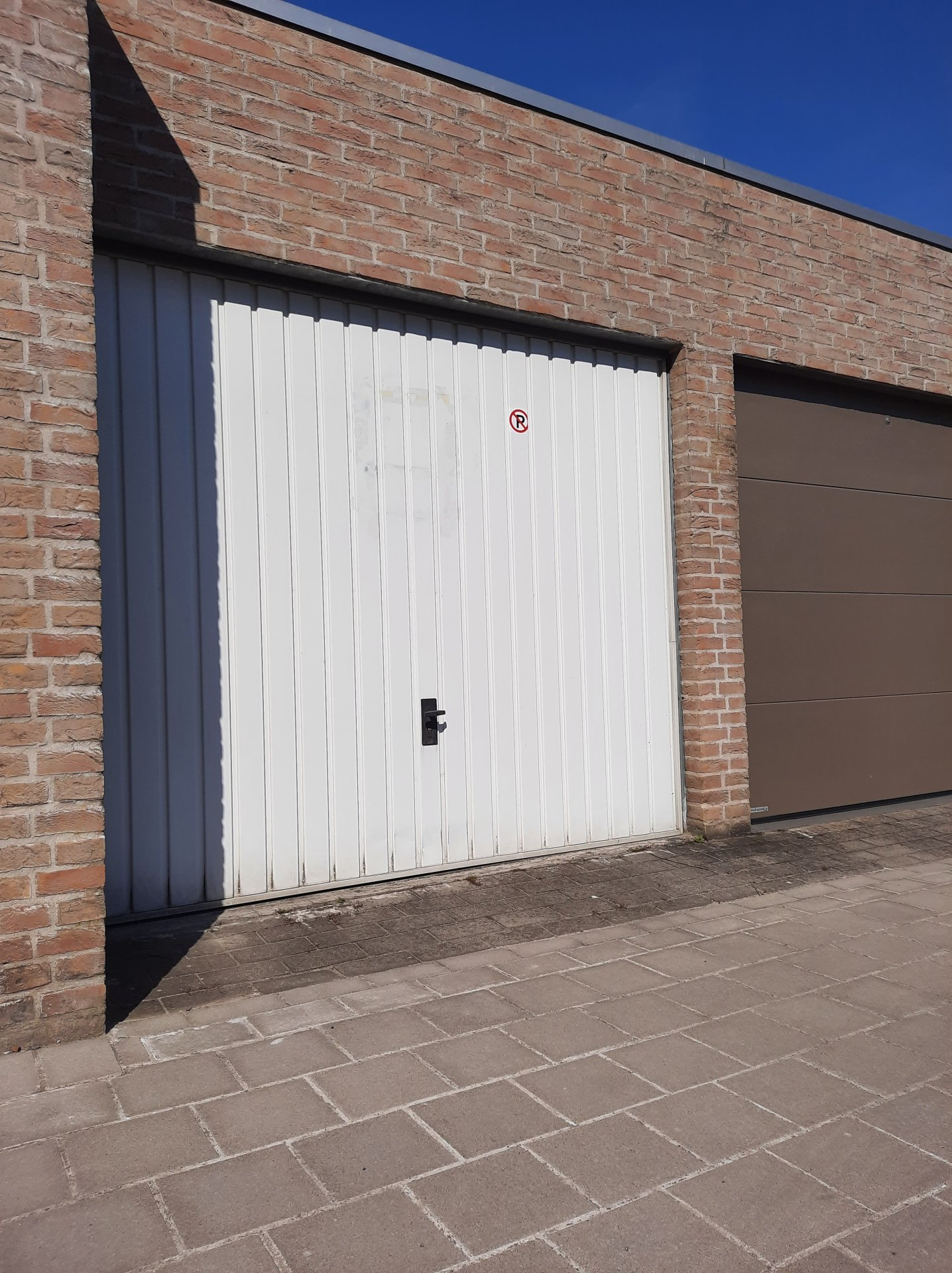 JV6EC4202105050851/33aba9043c424c60b450d05bfdc06a87/garage.jpg